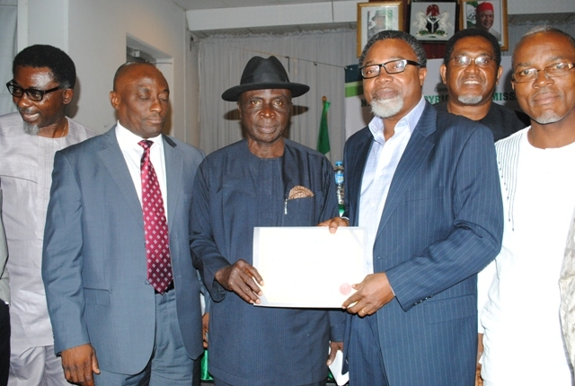AVRS Chairman Mahmood Ali Balogun receiving the Operational license
